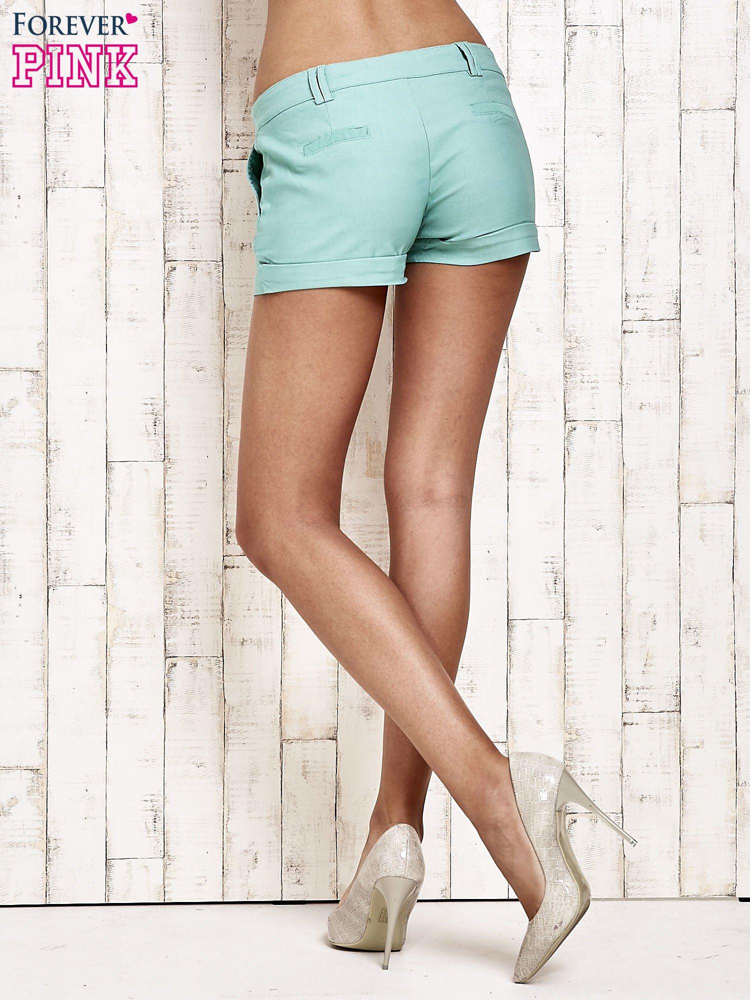 Zielone materiałowe szorty z podwijaną nogawką                                  zdj.                                  5