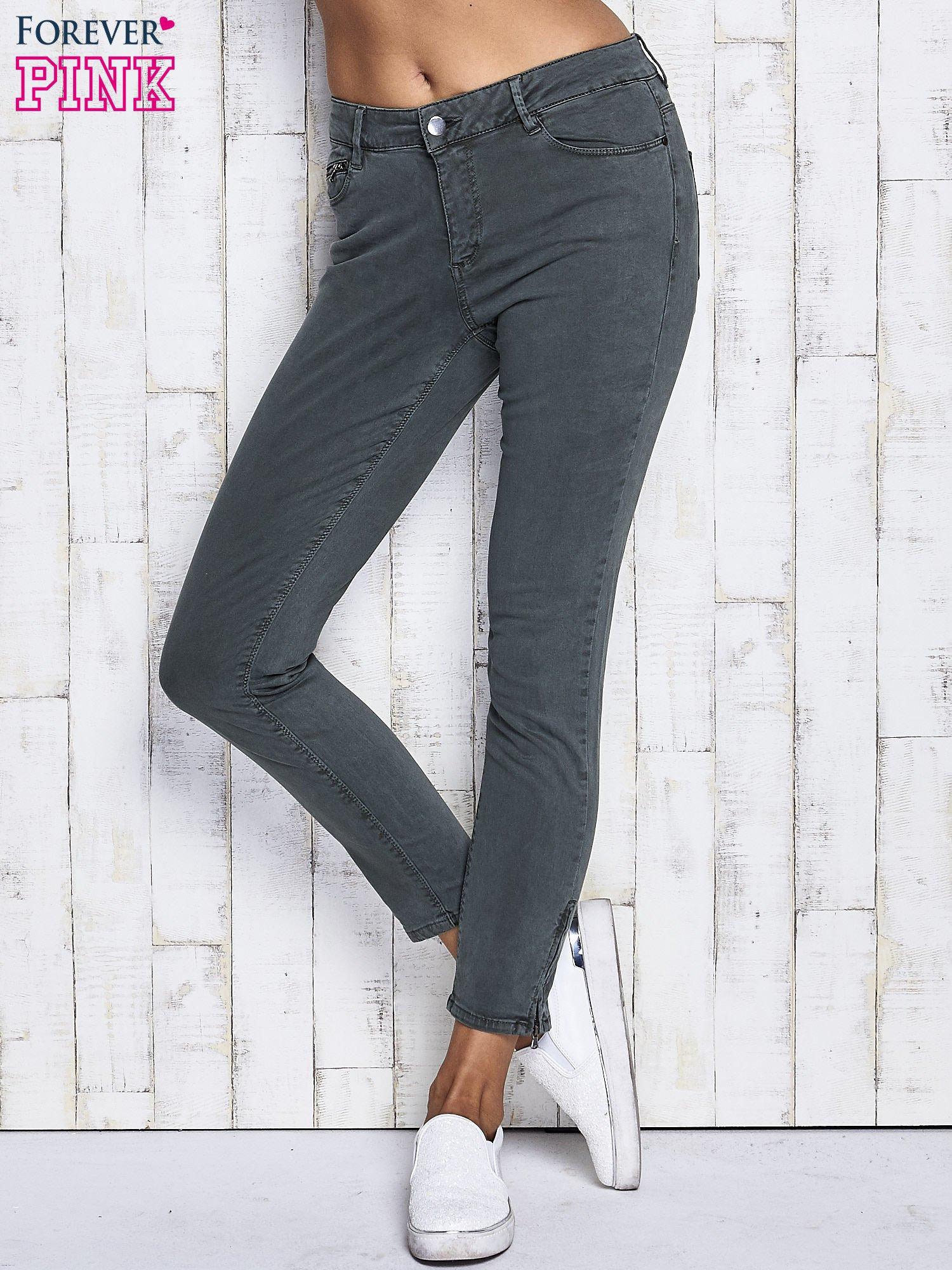 Zielone spodnie z suwakami na nogawkach                                  zdj.                                  1