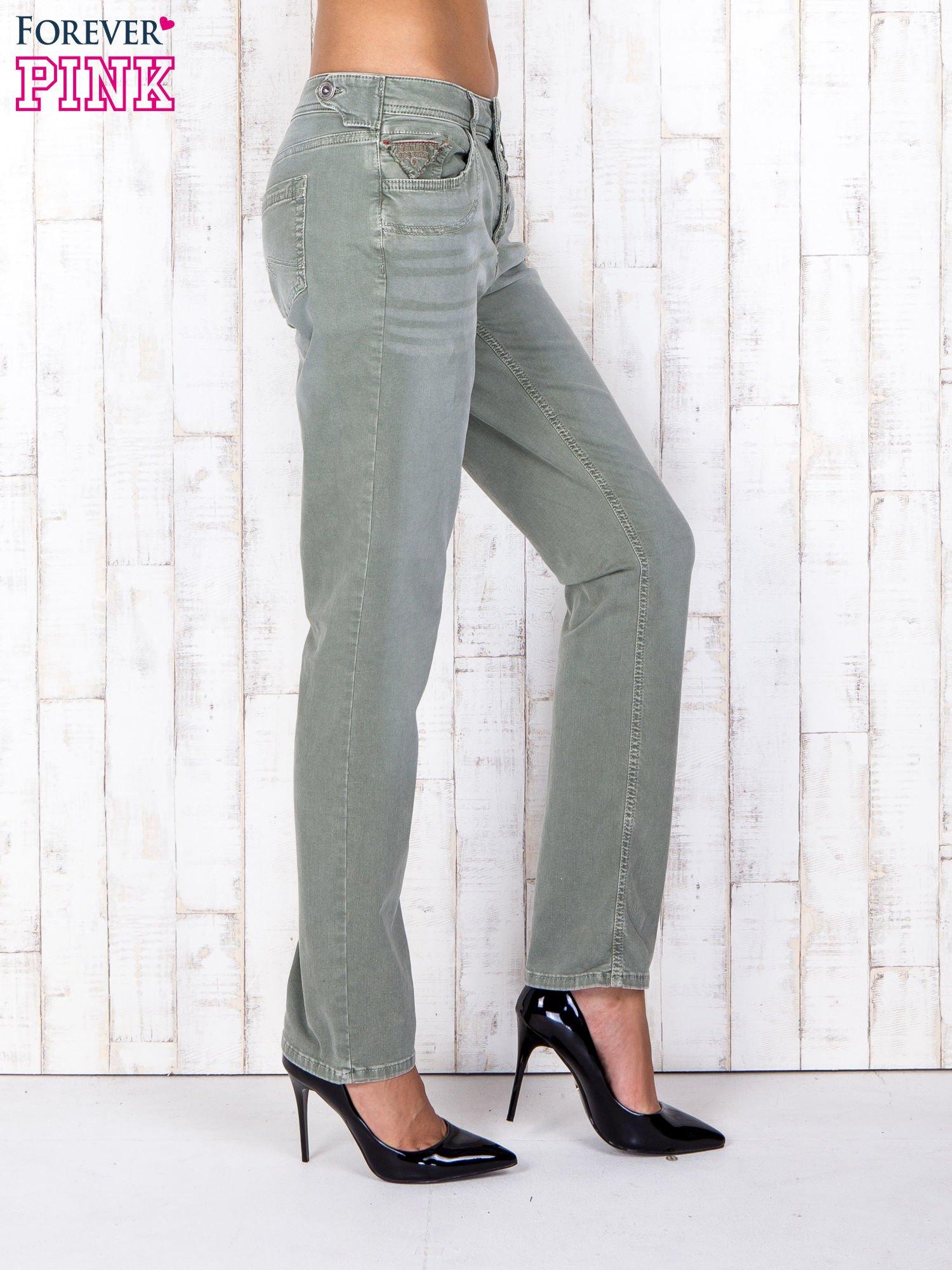 Zielone strechowe spodnie z koronką przy kieszeni                                  zdj.                                  3