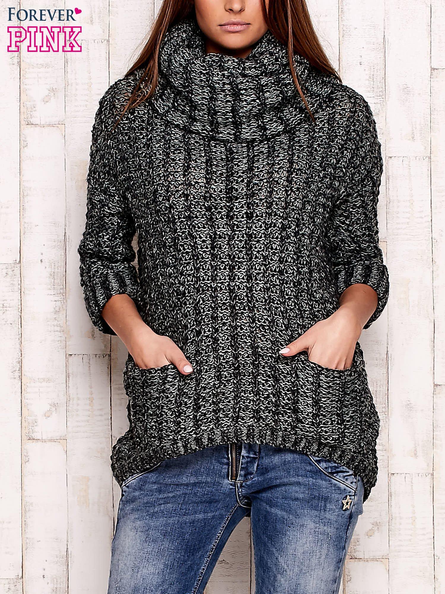 Zielony melanżowy sweter z szerokim golfem i kieszeniami                                   zdj.                                  1