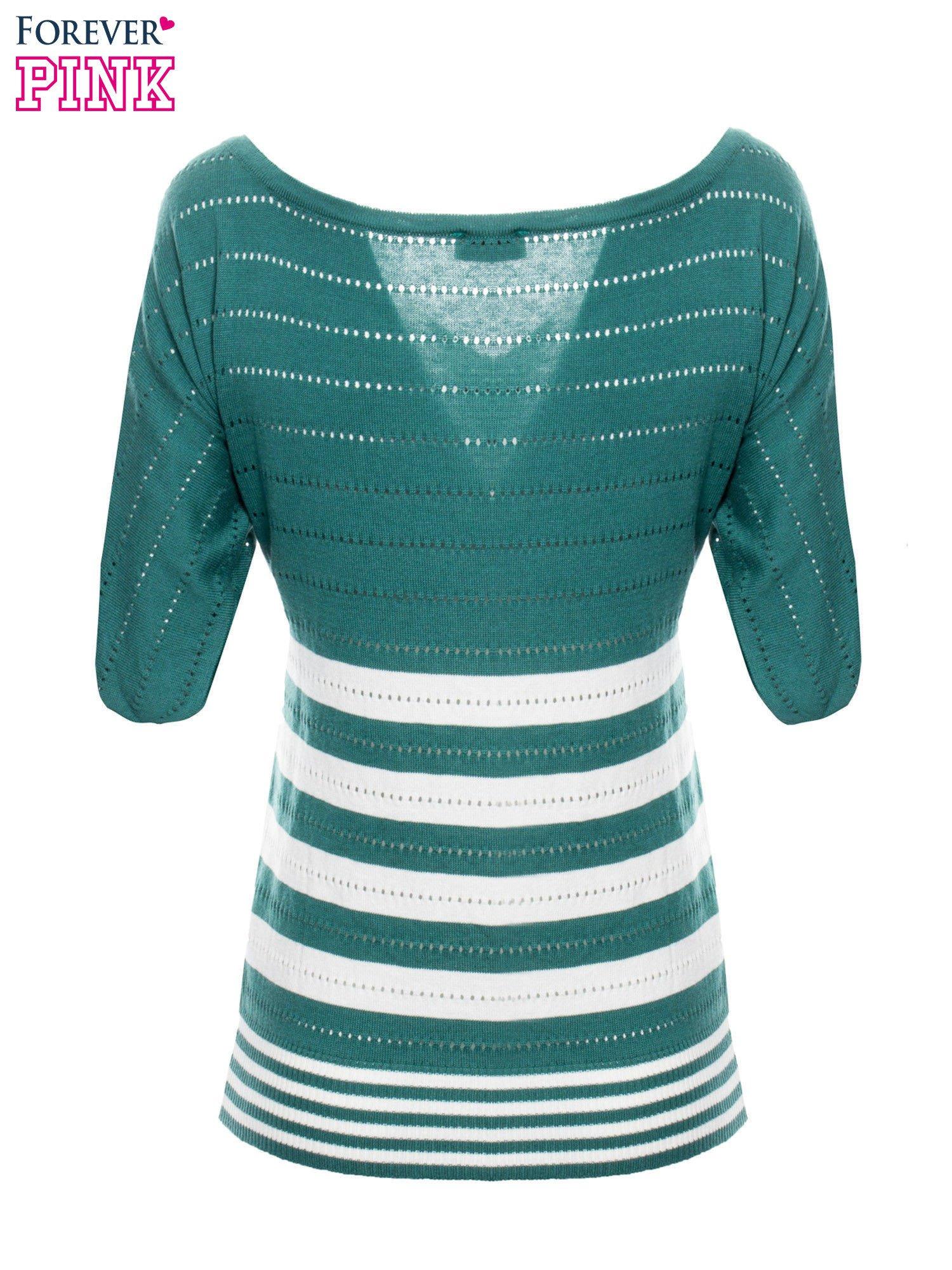 Zielony sweter w paski z szerokim dekoltem                                  zdj.                                  8