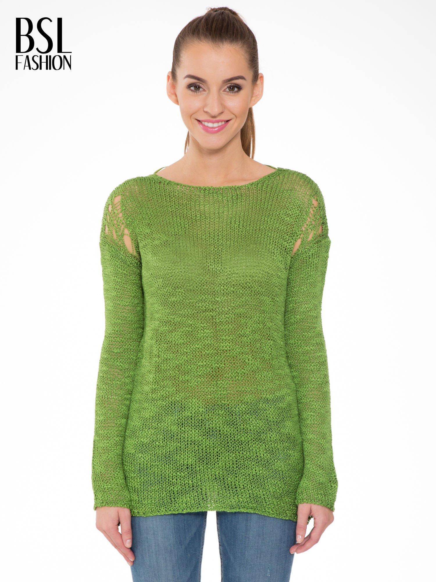 Zielony sweter z oczkami przy ramionach                                  zdj.                                  1