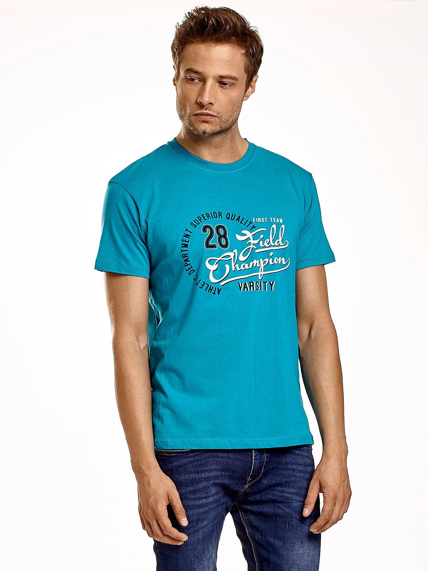 Zielony t-shirt męski z napisem CHAMPION i liczbą 28                                  zdj.                                  2