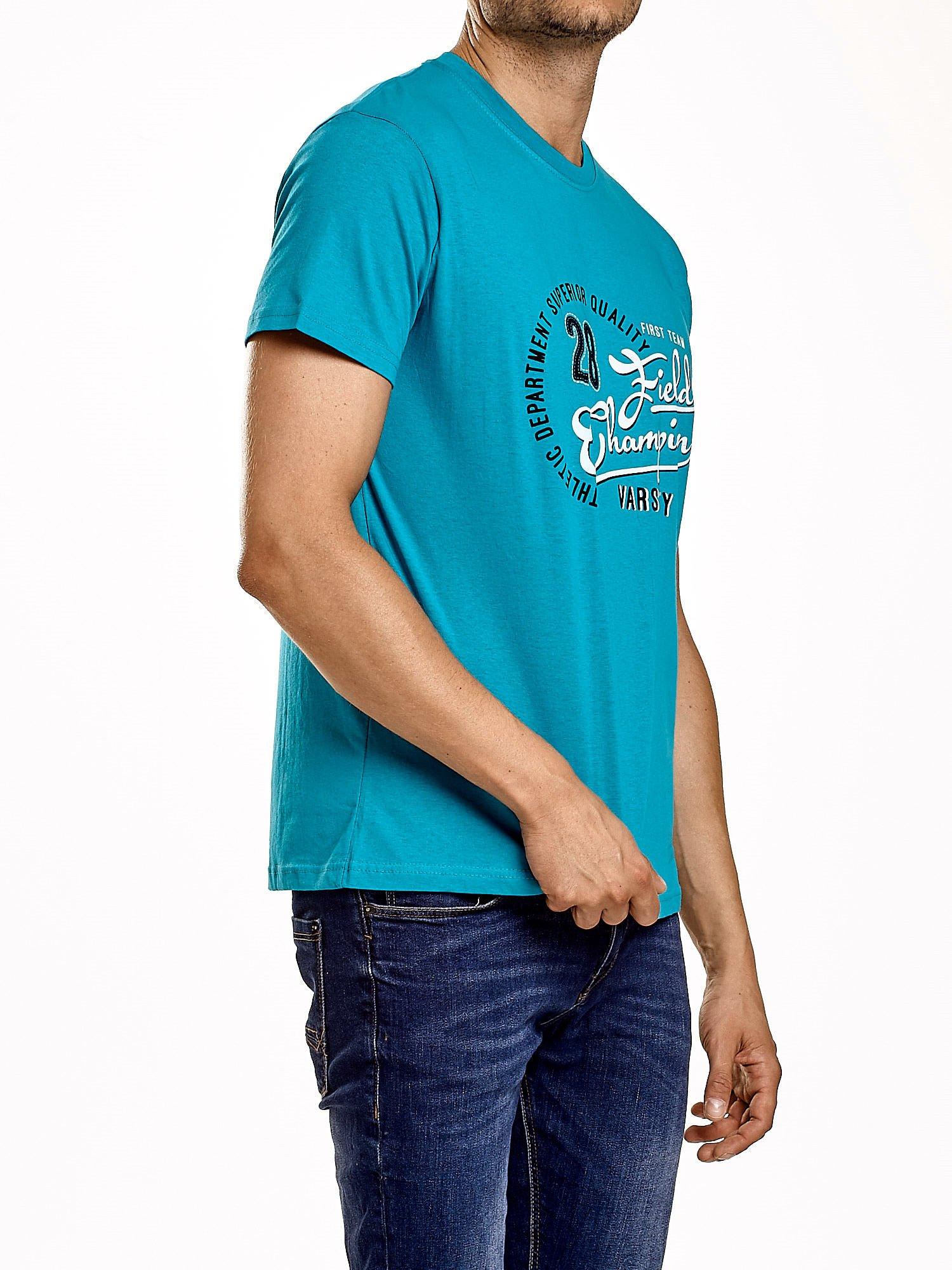 Zielony t-shirt męski z napisem CHAMPION i liczbą 28                                  zdj.                                  4