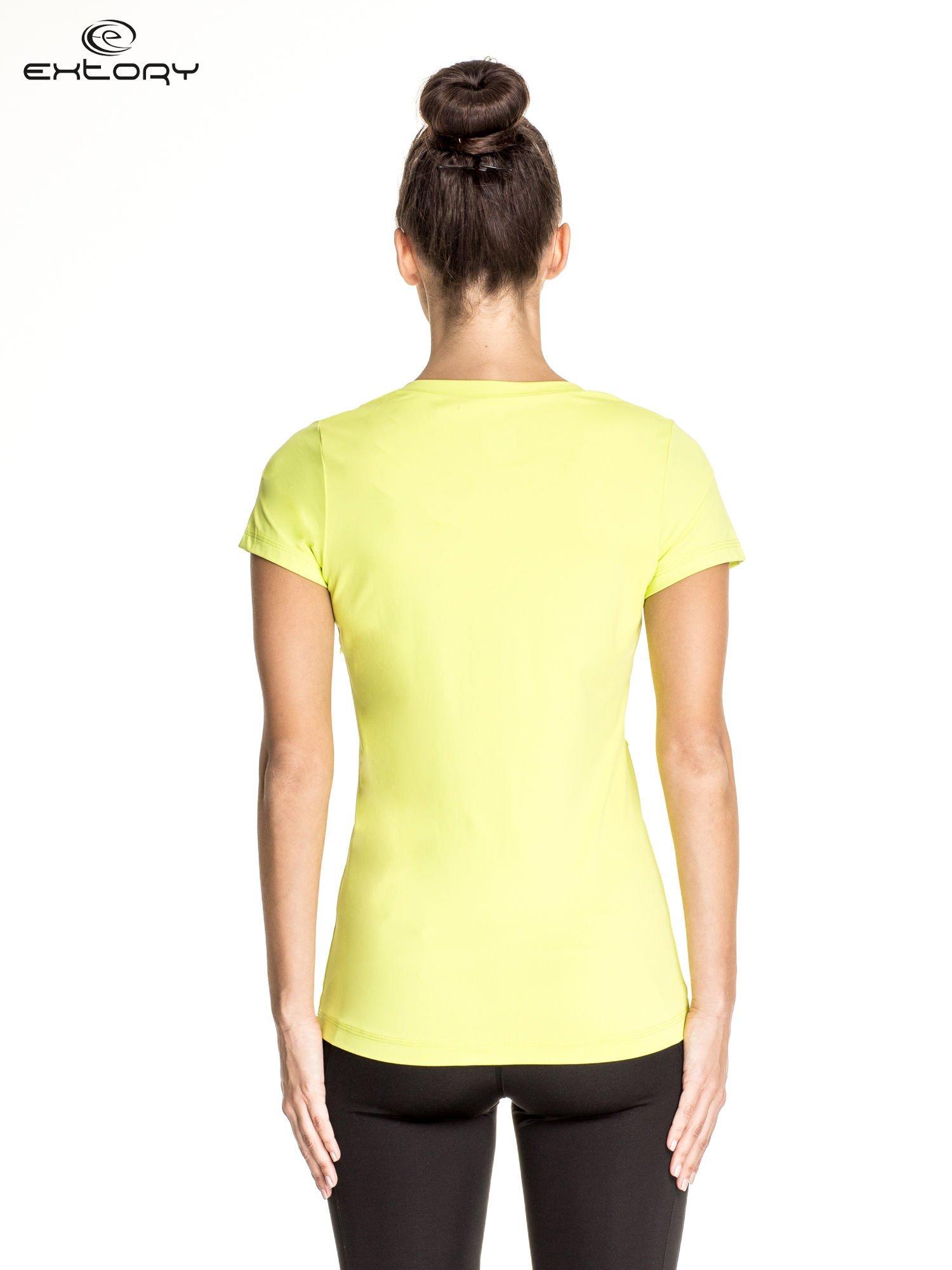 Zielony t-shirt sportowy z dekoltem V-neck PLUS SIZE                                  zdj.                                  4