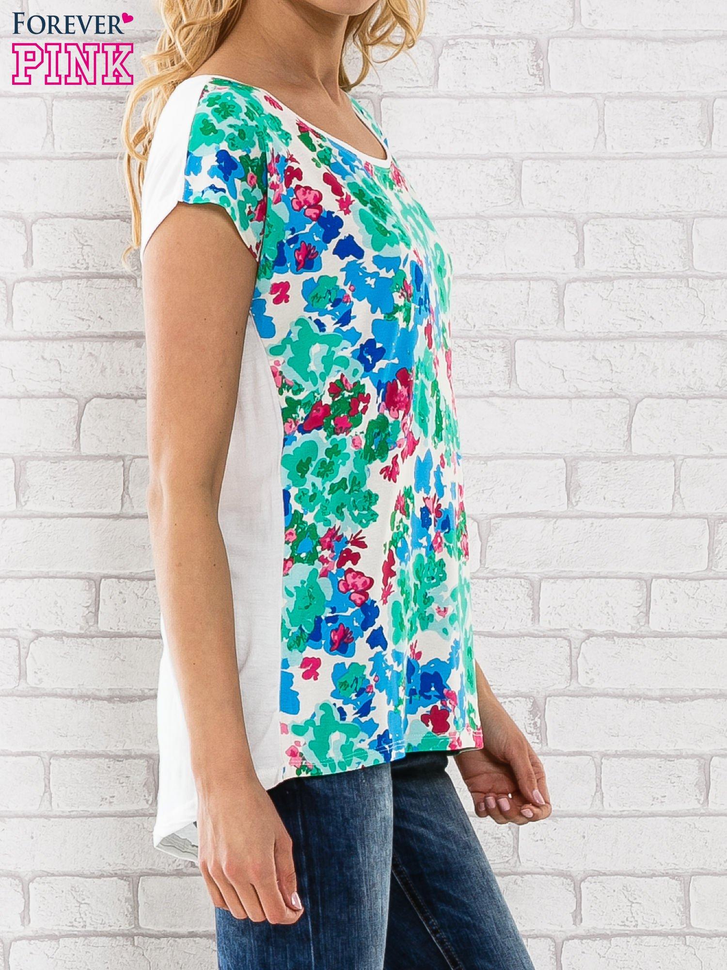 Zielony t-shirt z kwiatowym wzorem                                  zdj.                                  3