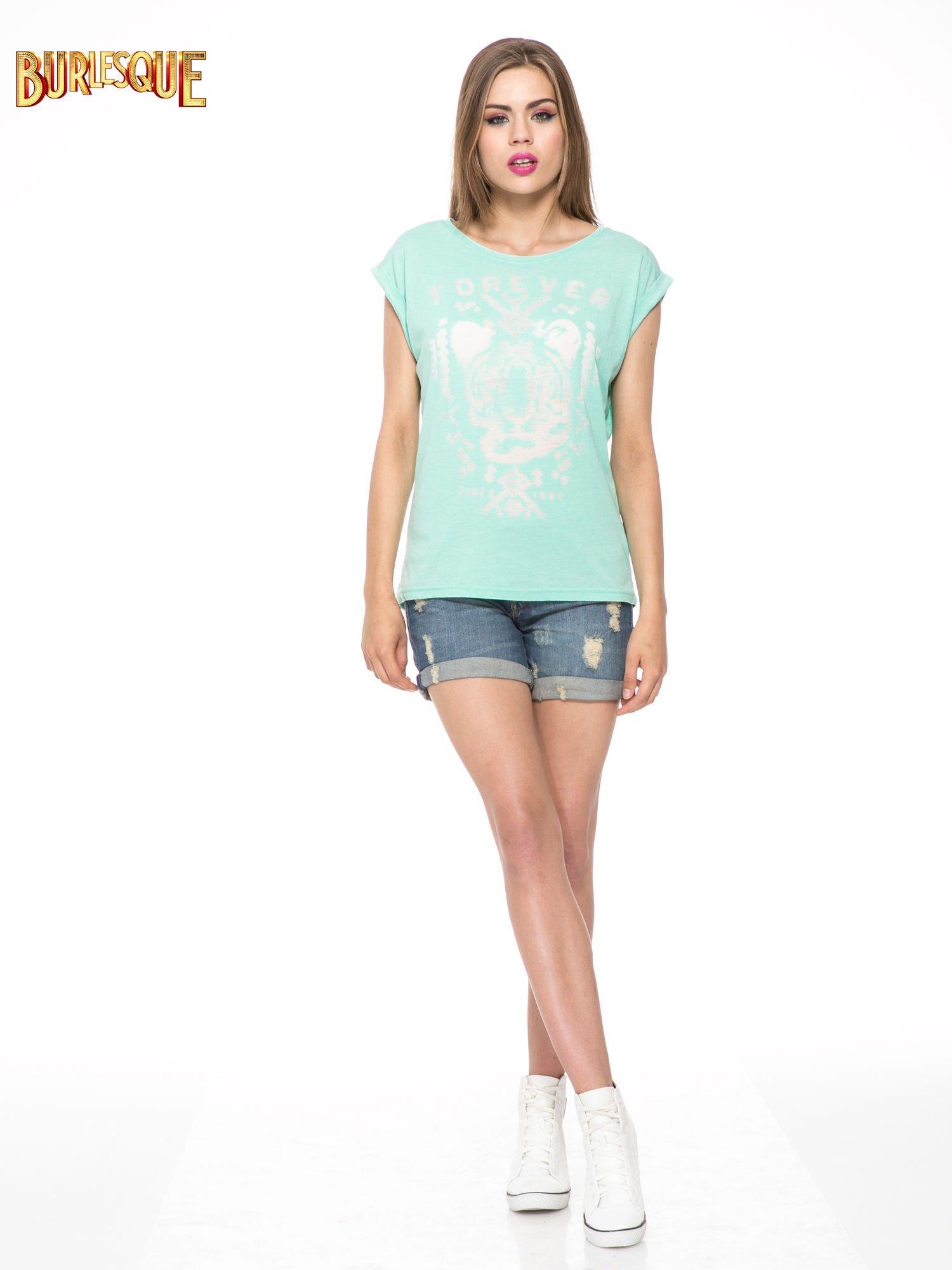 Zielony t-shirt z napisem FOREVER i nadrukiem tygrysa                                  zdj.                                  2