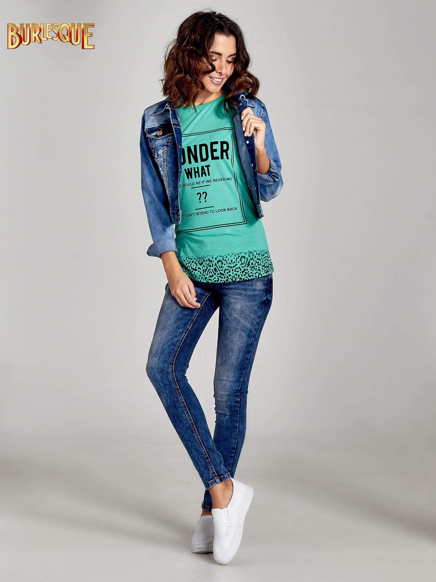 Zielony t-shirt z napisem WONDER WHAT?                                  zdj.                                  2