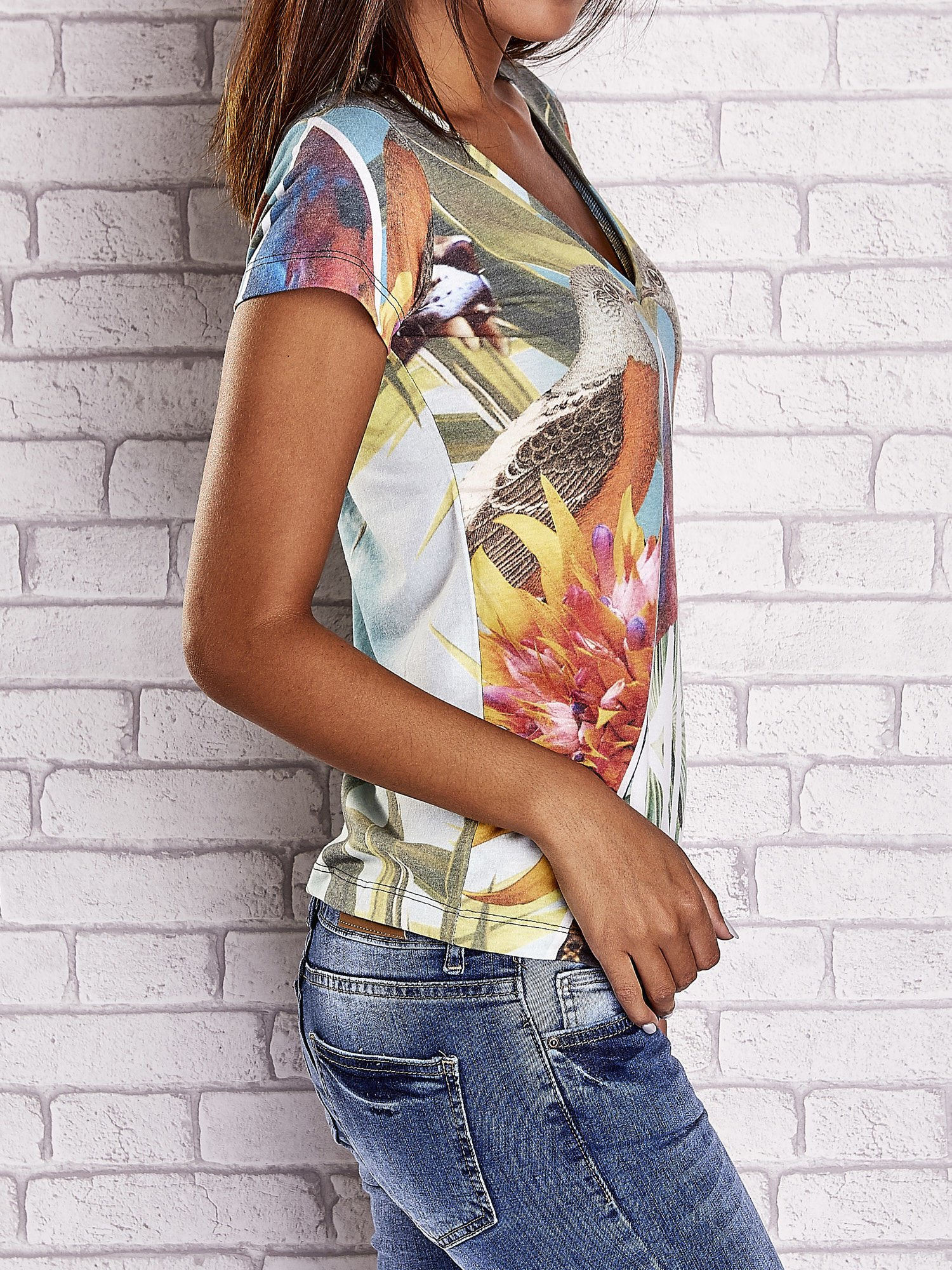 Zielony t-shirt z symetrycznym nadrukiem ptaków i kwiatów                                  zdj.                                  3