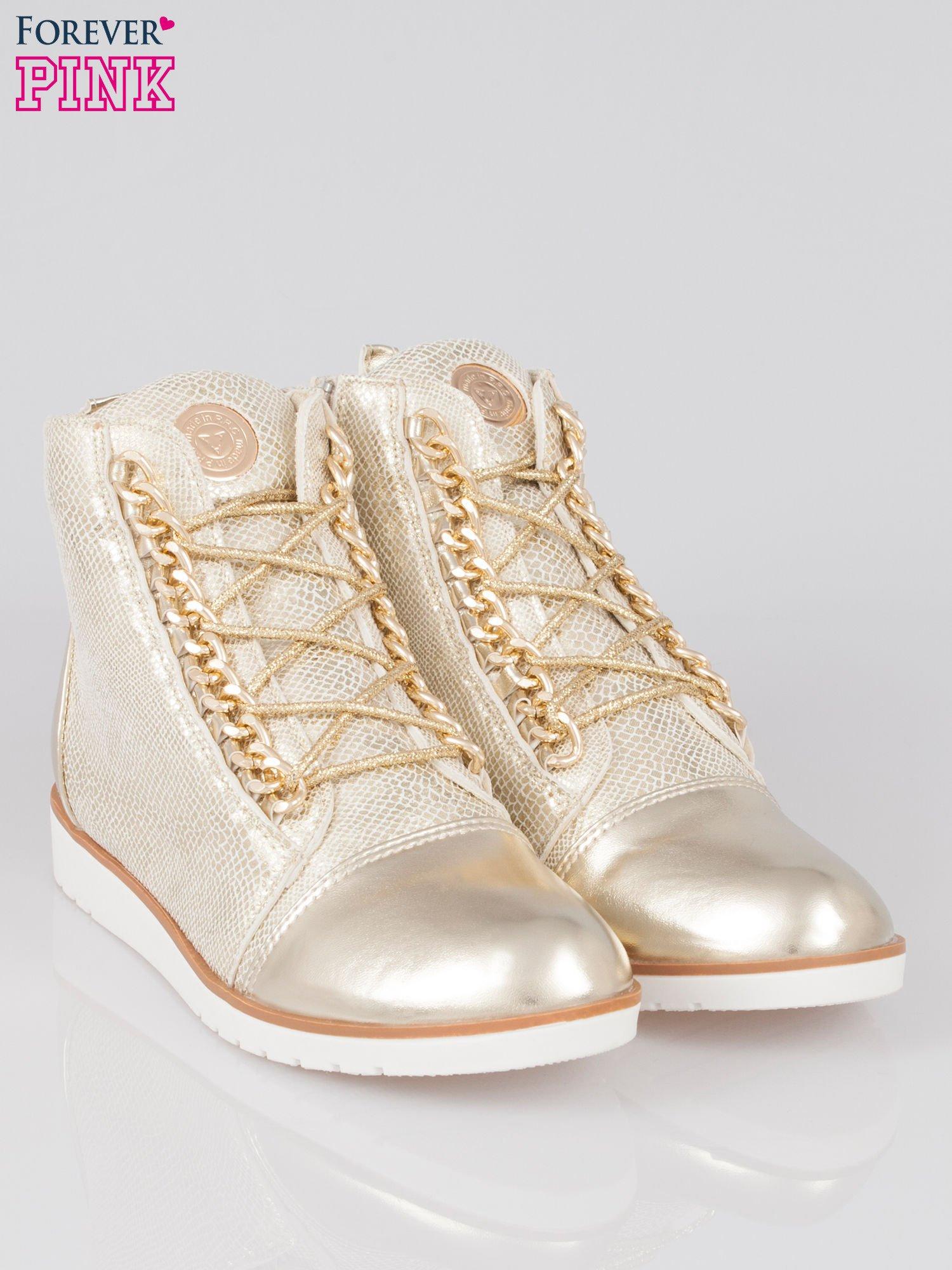 Złote metaliczne sneakersy z łańcuchami                                  zdj.                                  2