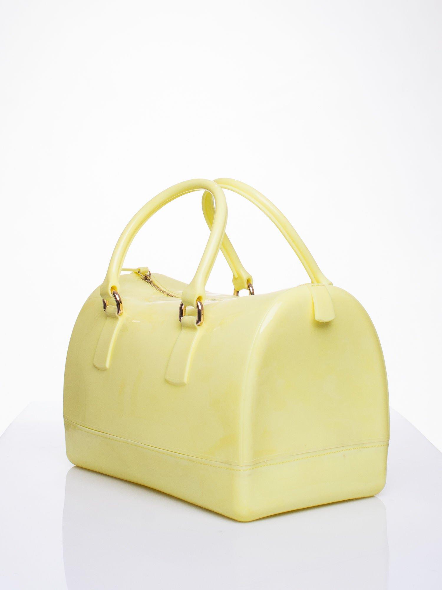 Żółta lakierowana torba kuferek bowling                                  zdj.                                  2