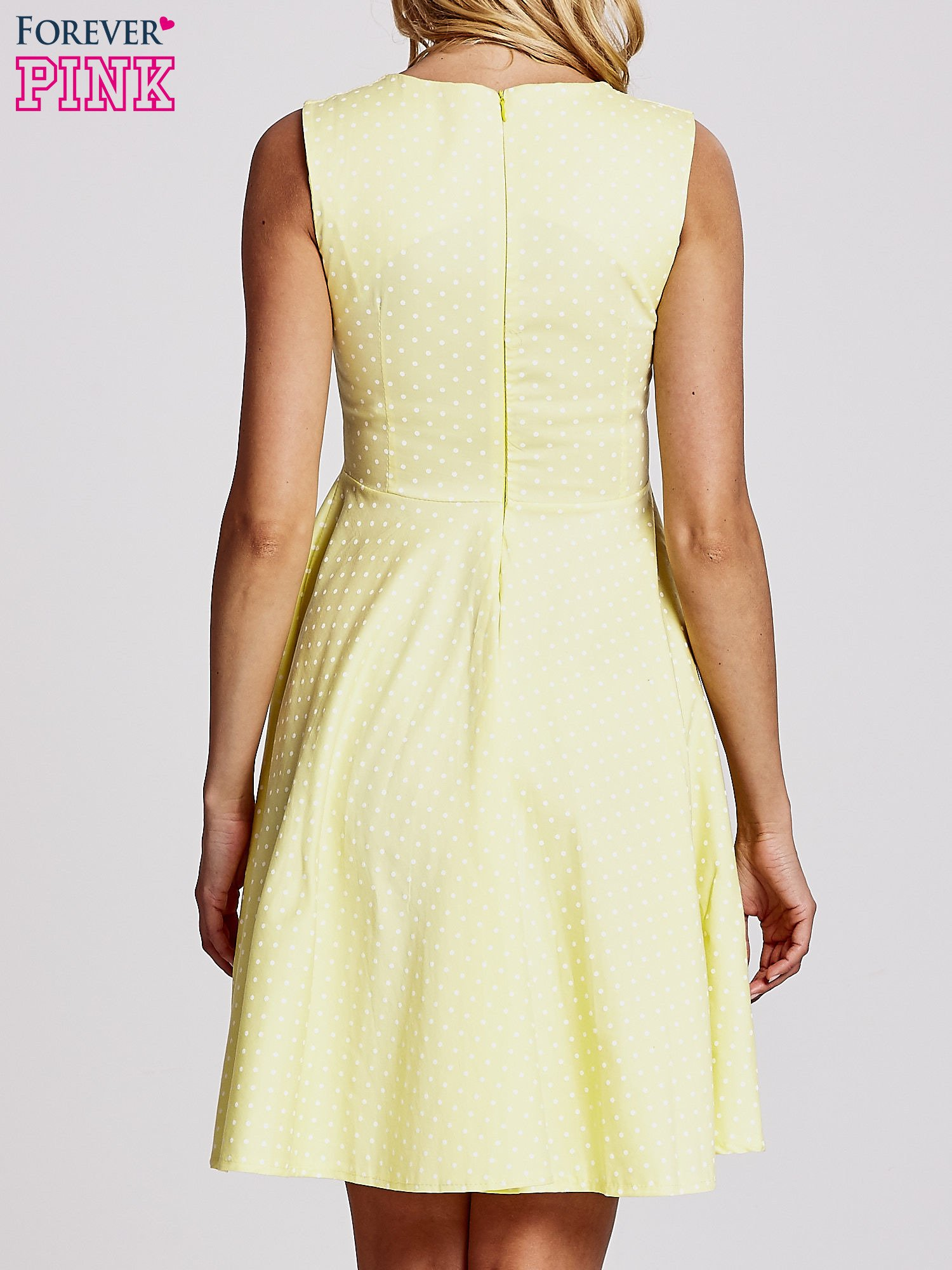 Żółta rozkloszowana sukienka w groszki                                  zdj.                                  4