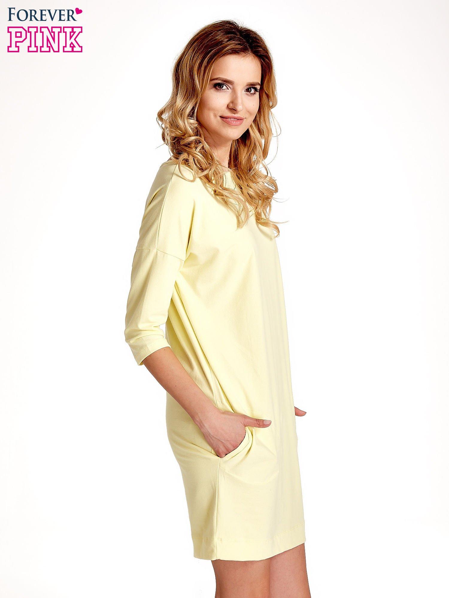 Żółta sukienka z rękawem za łokieć                                  zdj.                                  3