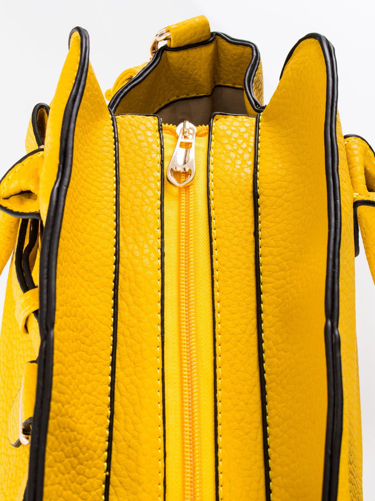 Żółta torba z klamrami z odpinanym paskiem                                  zdj.                                  8