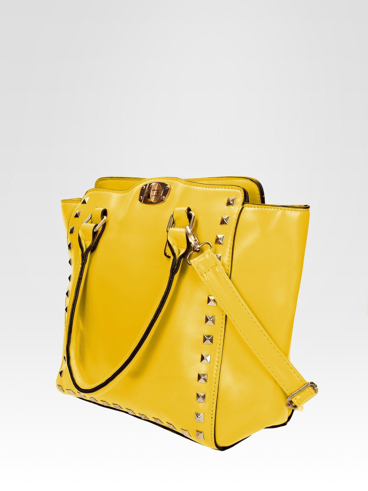 Żółta torebka na ramię z dżetami                                  zdj.                                  2