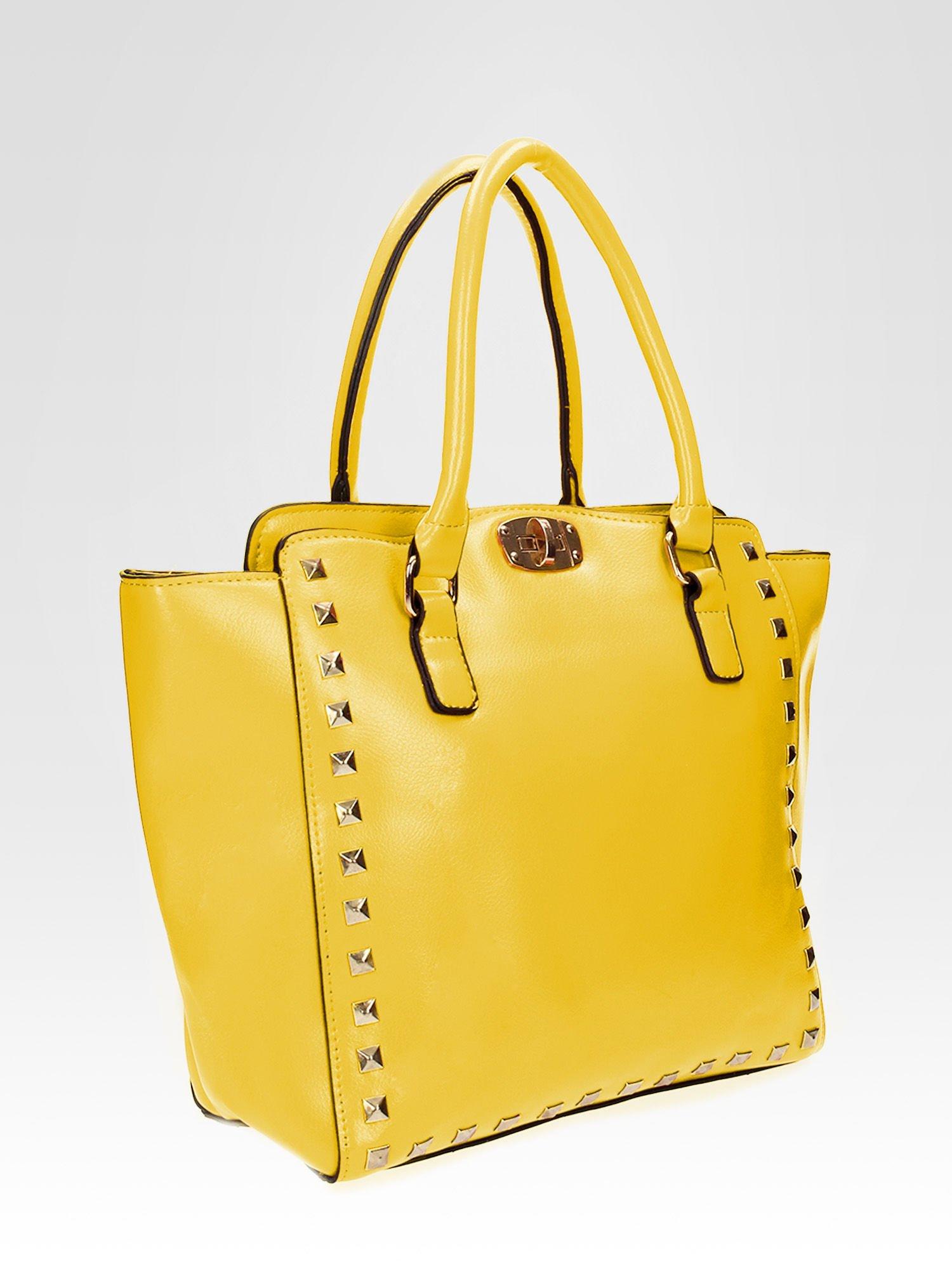 Żółta torebka na ramię z dżetami                                  zdj.                                  6