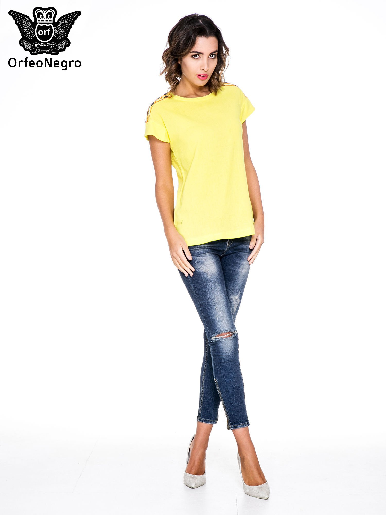 Żółty t-shirt z haftem na plecach zdobionym cekinami                                   zdj.                                  2