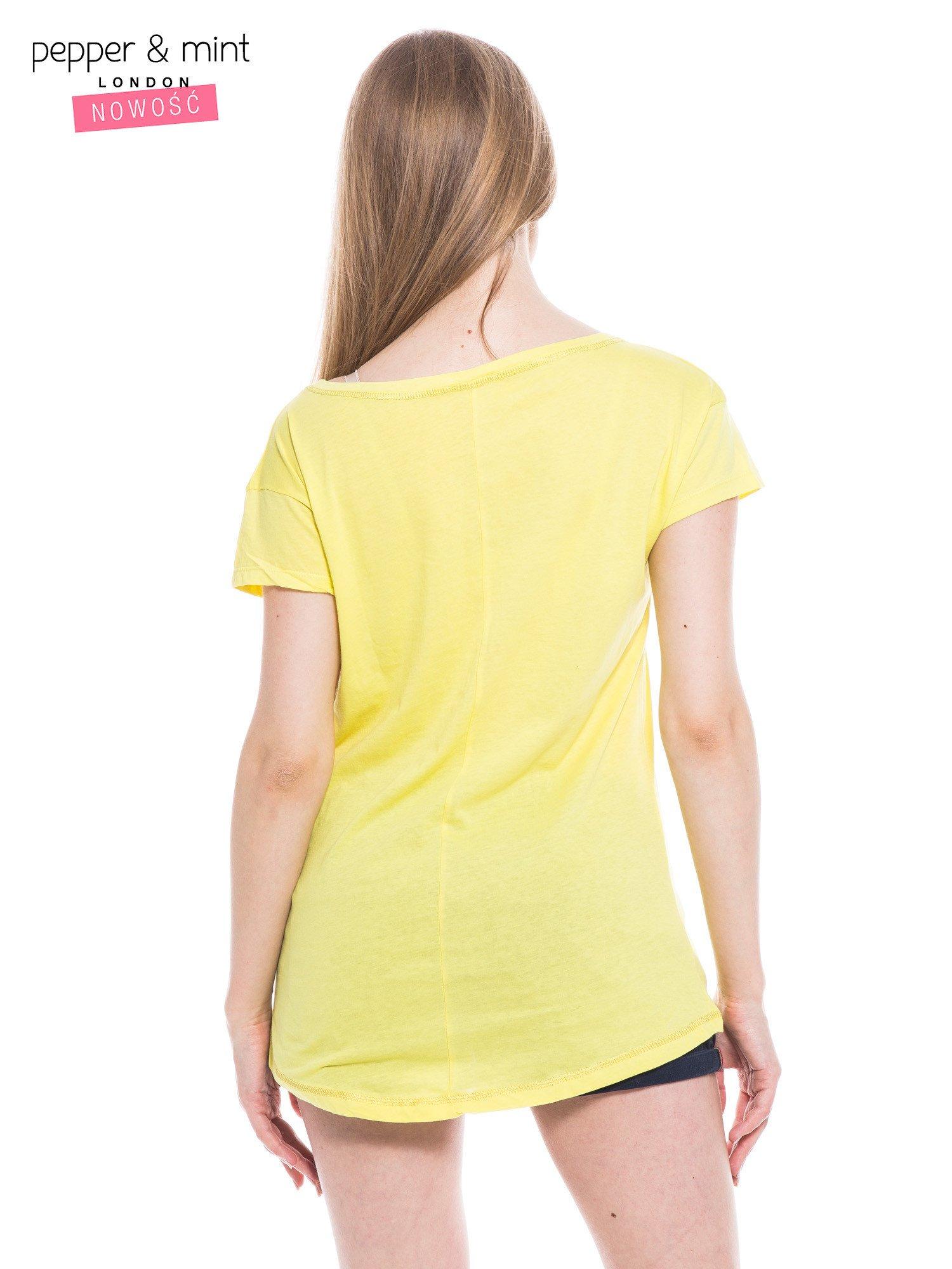 Żółty t-shirt z nadrukiem dziewczyny                                  zdj.                                  4