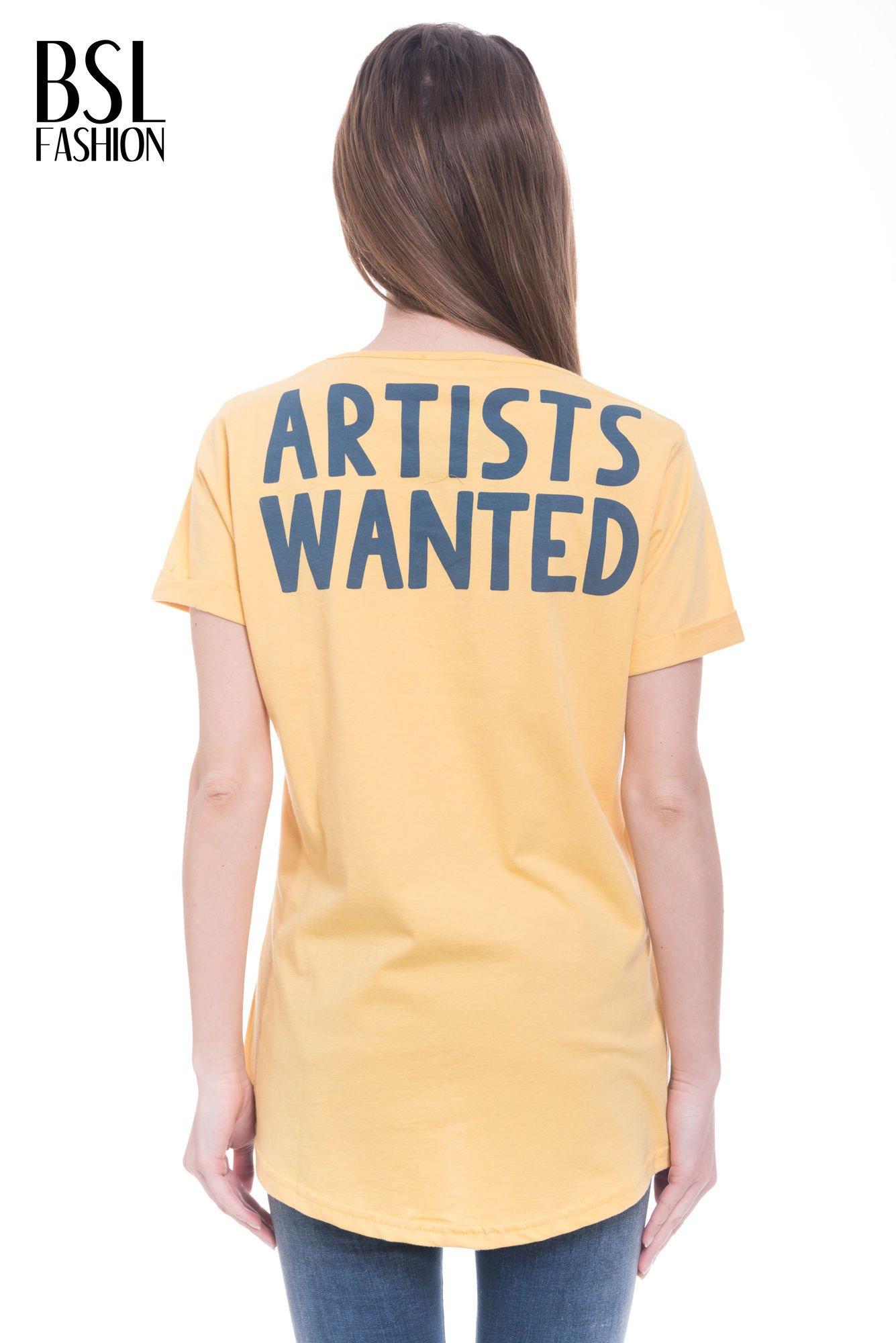 Żółty t-shirt z napisem ARTIST WANTED na plecach                                  zdj.                                  4