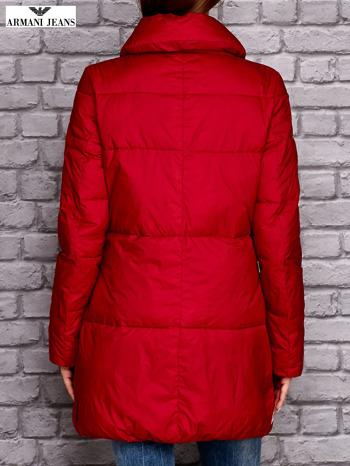 ARMANI JEANS Czerwona pikowana kurtka z kołnierzem                                  zdj.                                  3