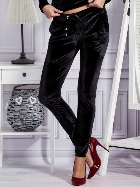Aksamitne spodnie dresowe czarne                              zdj.                              1