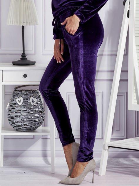 Aksamitne spodnie dresowe fioletowe                                  zdj.                                  3