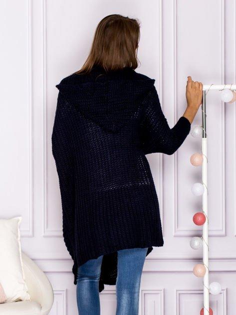 Asymetryczny sweter nietoperz z kapturem granatowy                              zdj.                              2