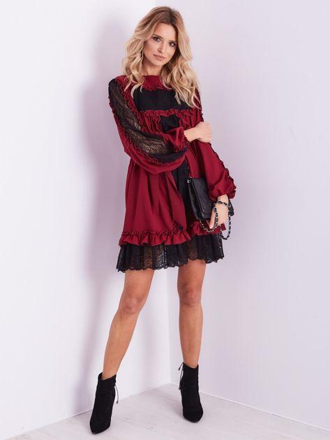 BY O LA LA Bordowa sukienka z koronką i falbankami                              zdj.                              4