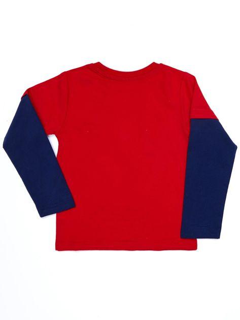 Bawełniana czerwona bluzka dla chłopca ze sportowymi naszywkami                              zdj.                              5