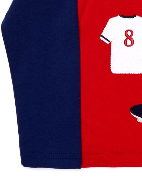 Bawełniana czerwona bluzka dla chłopca ze sportowymi naszywkami                              zdj.                              3