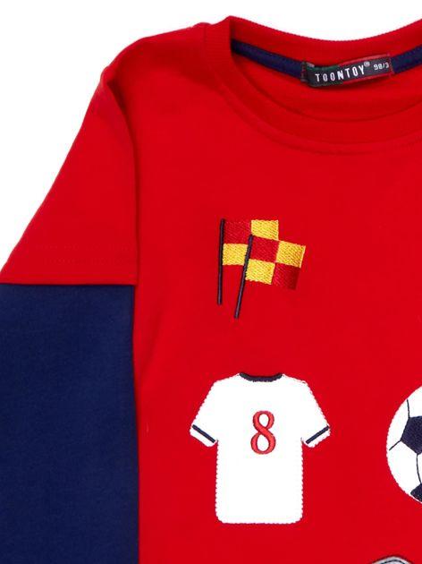 Bawełniana czerwona bluzka dla chłopca ze sportowymi naszywkami                              zdj.                              4