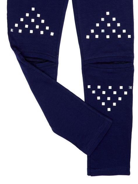 Bawełniane granatowe legginsy dziewczęce z wycięciami na kolanach                              zdj.                              4