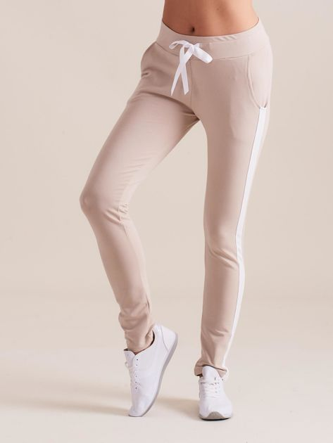 Bawełniane spodnie dresowe z lampasami beżowe                              zdj.                              2