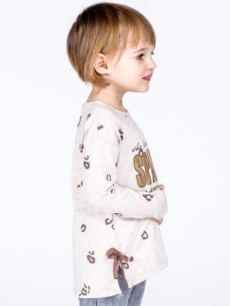 Beżowa bawełniana bluzka dziewczęca z nadrukiem i kokardkami                              zdj.                              6
