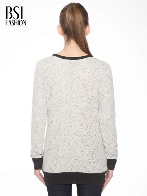 Beżowa bluza z nadrukiem wieży Eiffla                                  zdj.                                  4
