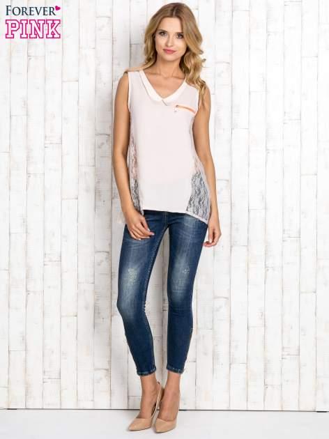 Beżowa bluzka koszulowa z koronkowymi wstawkami na bokach                                  zdj.                                  2