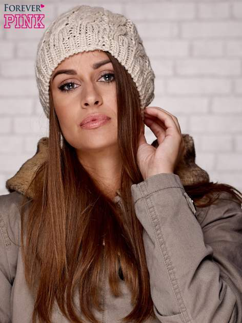 Beżowa czapka z metaliczną nicią                                  zdj.                                  1