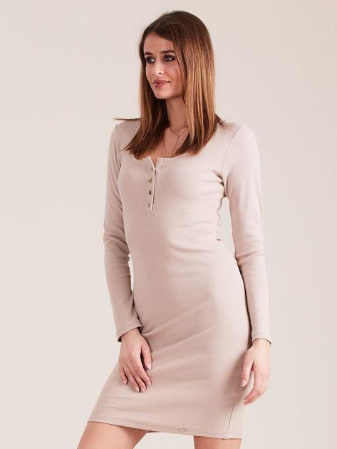 Beżowa dopasowana sukienka z guzikami                              zdj.                              3