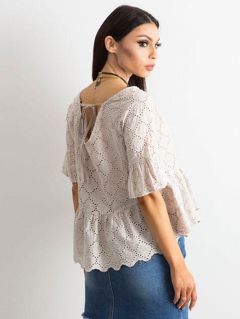 Beżowa haftowana bluzka z falbaną                              zdj.                              2