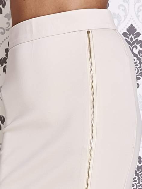 Beżowa ołówkowa spódnica ze złotym suwakiem                                  zdj.                                  6