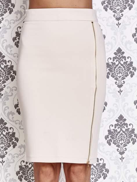 Beżowa ołówkowa spódnica ze złotym suwakiem                                  zdj.                                  1