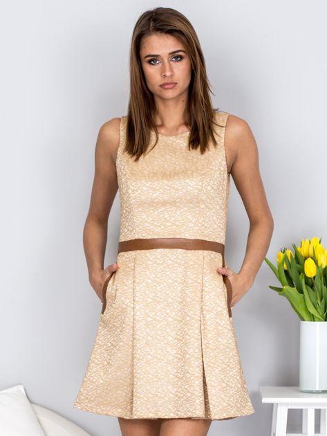 Beżowa rozkloszowana sukienka ze skórzanymi wstawkami                              zdj.                              1