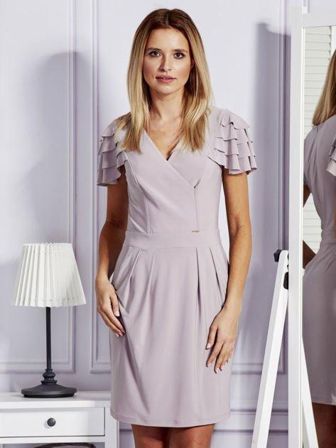 Beżowa sukienka koktajlowa z falbankami na rękawach                              zdj.                              1