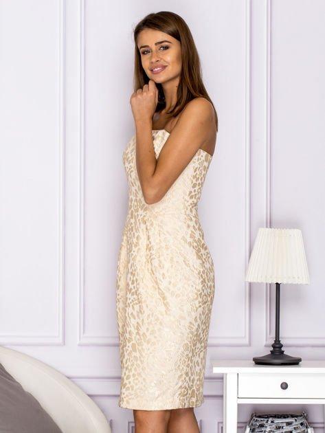 Beżowa sukienka o ozdobnej fakturze                                  zdj.                                  5