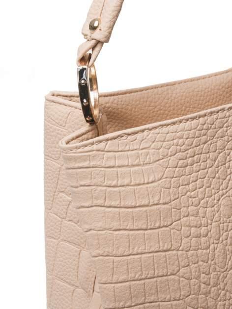 Beżowa torebka na ramię tłoczona na wzór skóry krokodyla                                  zdj.                                  3