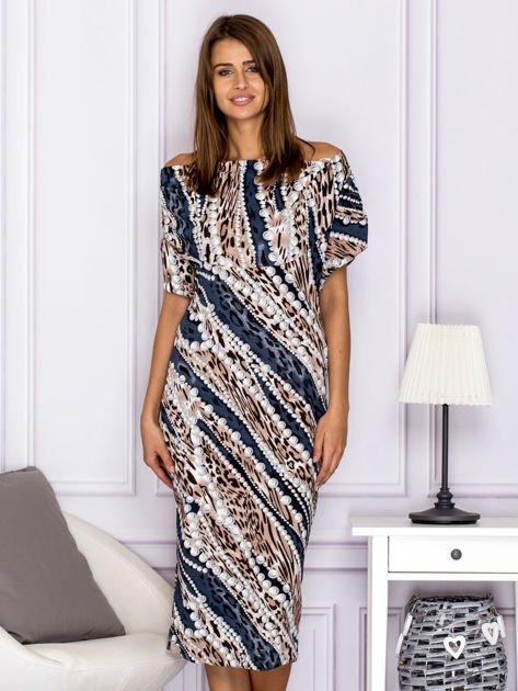 Beżowa wzorzysta sukienka z dekoltem woda                                  zdj.                                  1