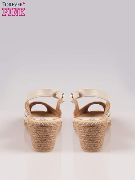Beżowe ażurowe sandały peep toe na korkowym koturnie Lovina                                  zdj.                                  3