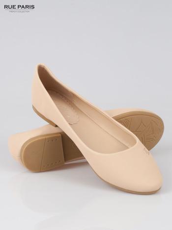 Beżowe baleriny faux leather Honey ze złotym logo                                  zdj.                                  4
