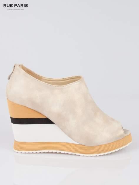 Beżowe buty open toe na koturnie w paski