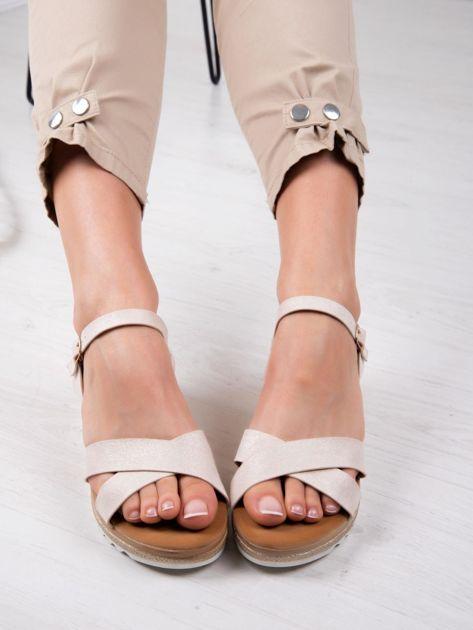 Beżowe sandały BELLO STAR na podwyższeniu z paskami na krzyż                              zdj.                              1
